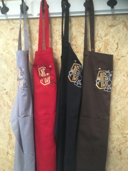 MG Grillforklæde, vælg mellem grå, rød, sort eller brun.